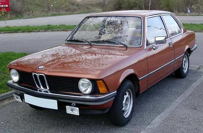 1280px-BMW_E21_front_20080331.jpg